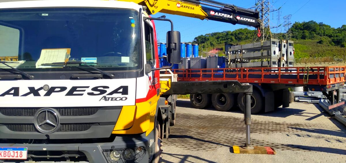 caminhão-maxpesa-em-processo-de-carga-e-descarga